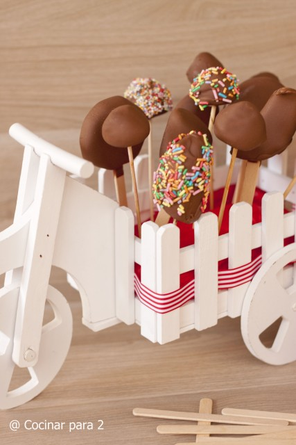 helados de fruta y chocolate