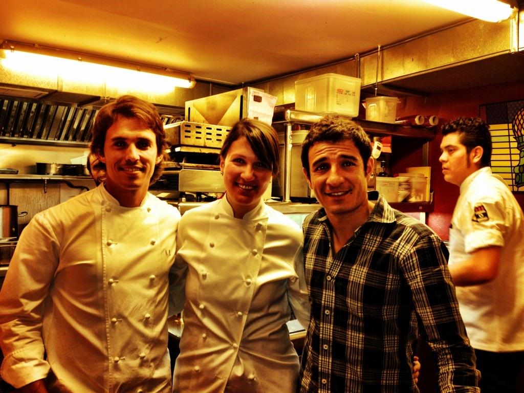 En la cocina de la Gabinoteca con Nino Redruello y Hussi Isatambuli