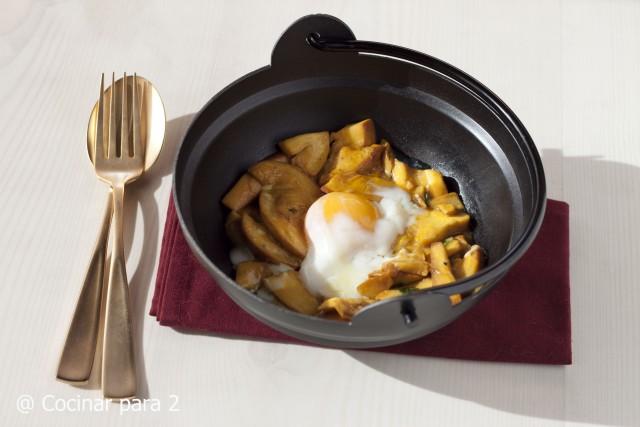 Amanita caesarea con huevo cocinado a baja temperatura